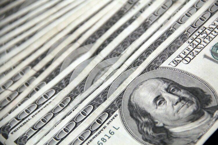100 dolarowe banknoty